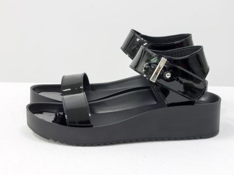Черные босоножки из лаковой  кожи на платформе , С-565-09