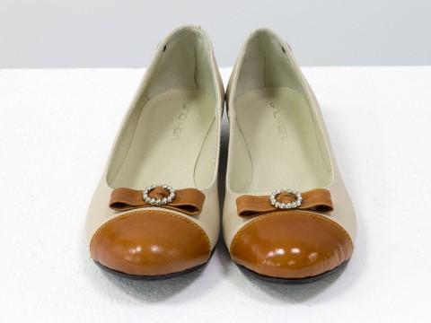 Туфли из натуральной кожи светлых тонов на низком ходу
