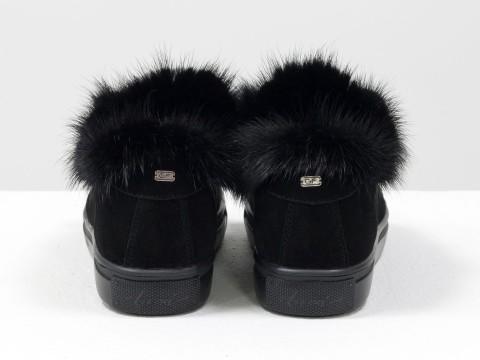 Женские замшевые кеды черного цвета с натуральным мехом норки