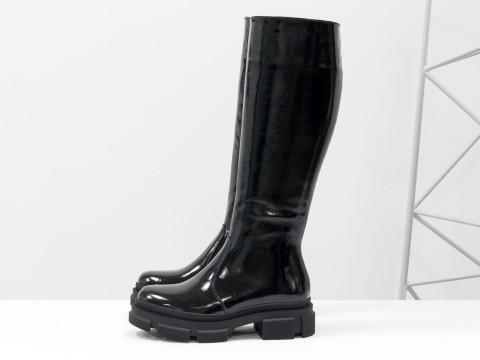 Cапоги из черной натуральной лаковой  кожи  на  утолщенной тракторной подошве, М-2064-02