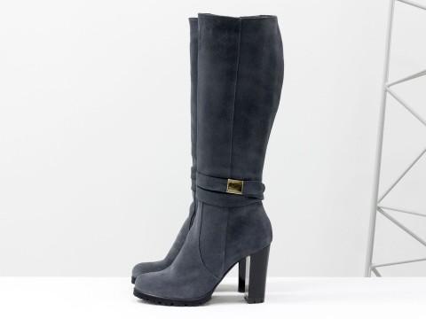 Классические женские сапоги темно-серого цвета на каблуке, сезон осень-зима
