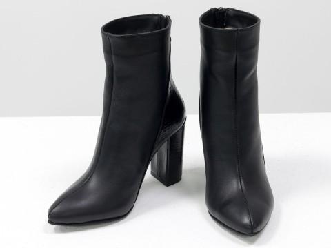 Классические женские ботинки из натуральной черной кожи на высоком каблуке