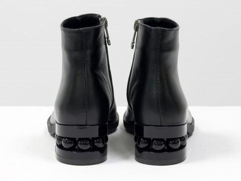 Черные ботинки женские из натуральной кожи на каблуке с жемчугом