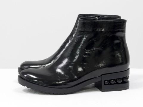 Классические женские ботинки черного цвета из блестящей кожи