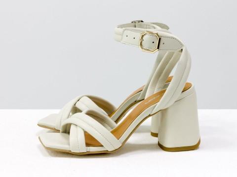 Дизайнерские бежевые босоножки на расклешенном каблуке из натуральной итальянской кожи, С-2042-02