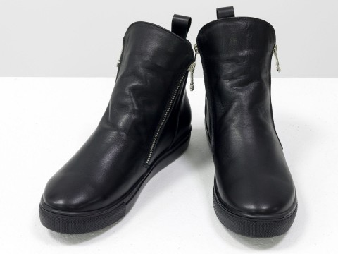 Ботинки женские из натуральной кожи черного цвета на подошве черного цвета