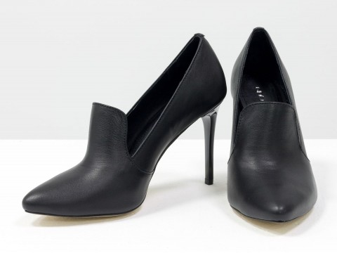 Классические туфли из натуральной кожи черного цвета на каблуке