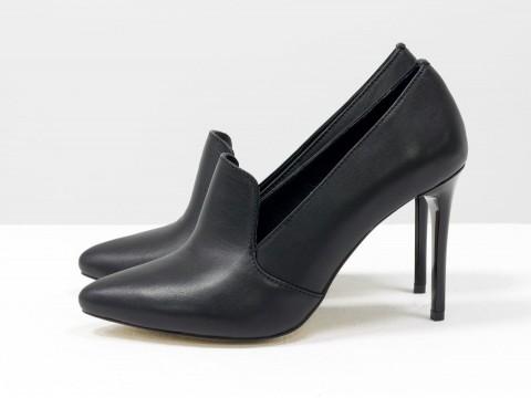 Классические туфли черные из кожи на каблуке