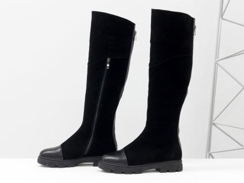 Замшевые осенние ботфорты черного цвета на противоскользящей подошве