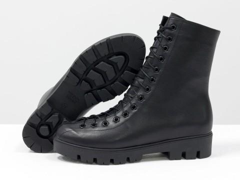 Женские ботинки на шнуровке из кожи черного цвета