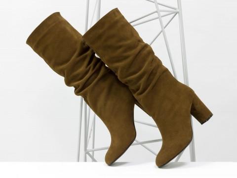 Коричневые сапоги со сборкой из натуральной замши на устойчивом каблуке, М-17400/1-17