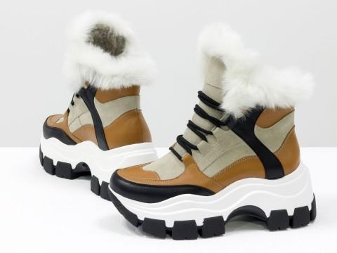 Зимние спортивные ботинки с ярко-белым эко-мехом из бежевой замши и вставками рыжей и черной кожи, Б-20106-01