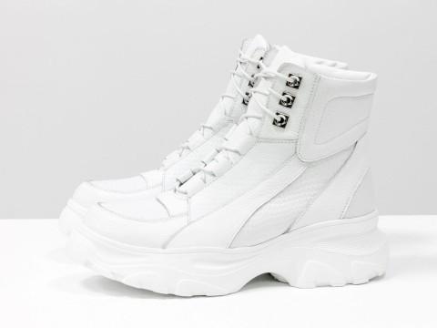 Женские белые ботинки на утолщенной подошве из натуральной кожи питон