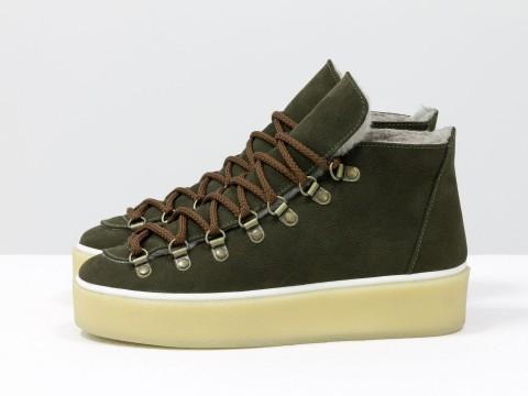Женские спортивные ботинки зеленого цвета на шнуровке