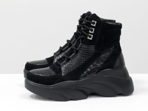 Зимние ботинки на толстой подошве из кожи черного цвета со шнуровкой