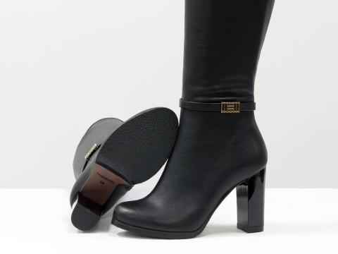 Сапоги на высоком каблуке из черной кожи