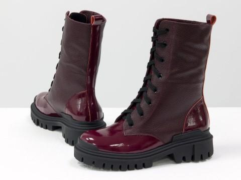 Женские  ботинки  из натуральной кожи бордового цвета с вставками из лаковой кожи  на шнуровке, Б-16077/1-09