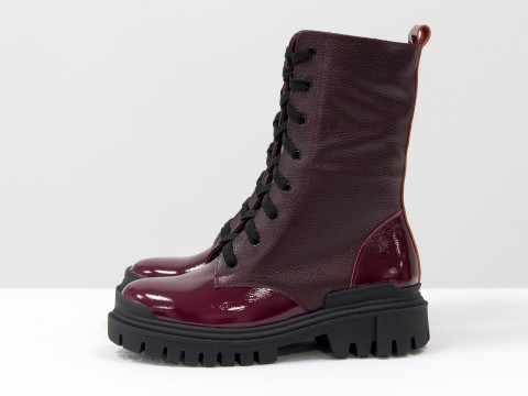 Женские  ботинки из натуральной бордовой кожи и вставками из лаковой кожи на тракторной подошве, Б-16077/1-09
