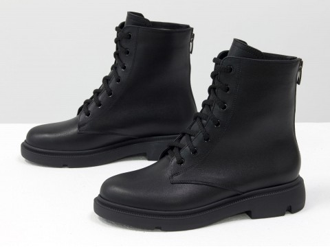 Женские ботинки из натуральной черной кожи на шнуровке и молнией сзади, Б-20103-01