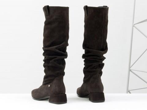 Осенние сапоги темно-коричневого цвета из натуральной замши на маленьком каблуке, М-2083-03