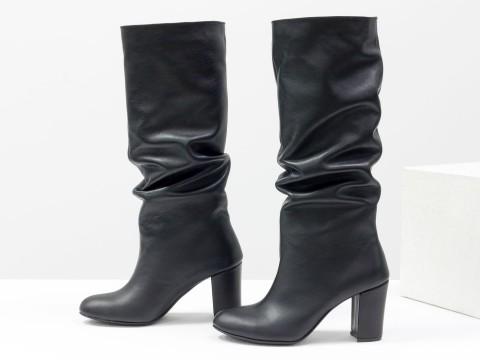 Черные сапоги со сборкой из кожи на каблуке,  М-17400/1-09