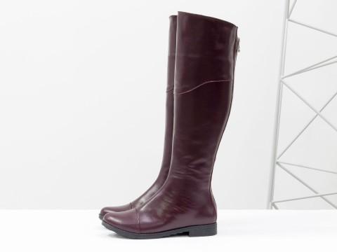 Сапоги-ботфорты из натуральной гладкой кожи бордового цвета, на классической подошве с маленьким каблуком, М-111-13