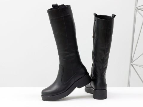 Сапоги женские черного цвета из кожи на молнии и подошве черного цвета, Осень-Зима