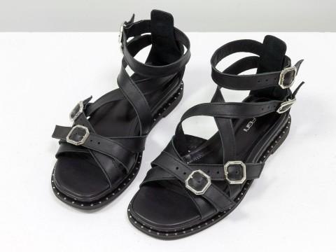 Черные босоножки на низком ходу из натуральной кожи с ремешками