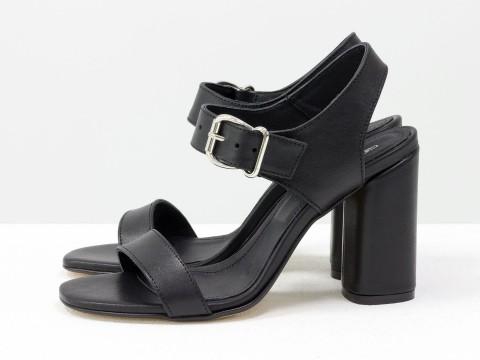 Женские босоножки  из кожи черного цвета на каблуке, С-1951-01