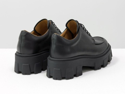Женские черные туфли на тракторной подошве из натуральной черной кожи, Т-2046-01