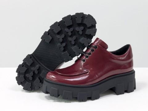 Женские бордовые туфли на тракторной подошве из натуральной бордовой лаковой кожи, Т-2046-02