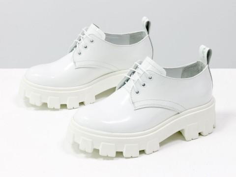 Женские туфли на тракторной подошве из натуральной белой лаковой кожи, Т-2048-02