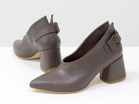 Дизайнерские закрытые туфли на невысоком обтяжном каблуке из натуральной итальянской кожи сиреневого цвета,  Т-2056-02