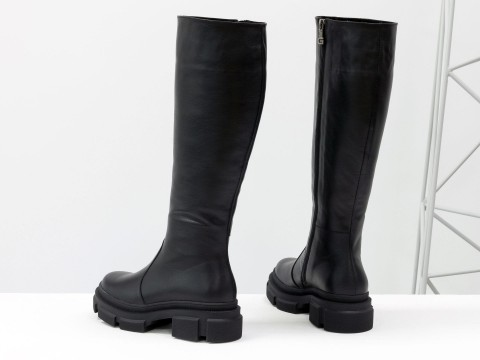 Осенние сапоги черного цвета из натуральной кожи  на утолщенной подошве, М-2064-01