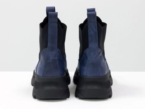 Женские ботинки на высокой подошве из натуральной кожи синего цвета с широкой черной резинкой
