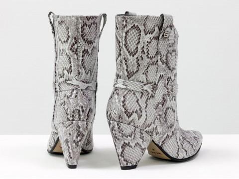 """Дизайнерские сапоги казаки из натуральной кожи в текстуре """"питон"""" на треугольном каблуке, Б-1902-25"""