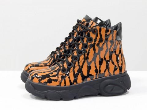 Женские ботинки на молнии из кожи оранжевого цвета на высокой подошве