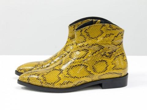 """Стильные ботинки с удлиненным носиком из эксклюзивной горчичной кожи """"рептилия """""""