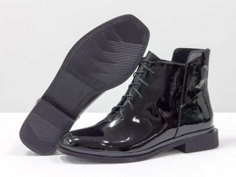 Женские лакированные ботинки из натуральной черной кожи на шнуровке