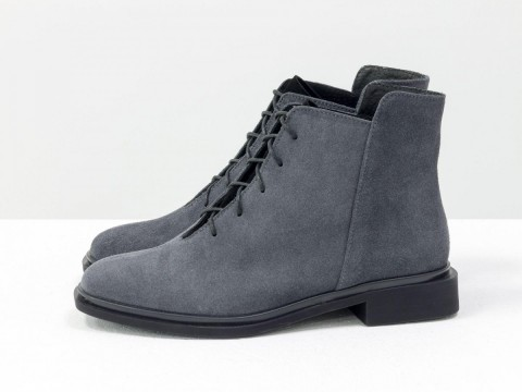 Классические серые ботинки из натуральной замши со шнуровкой