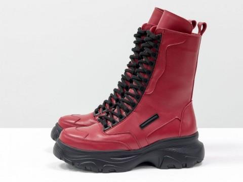 Красные женские ботинки на высокой подошве из кожи