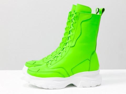 Высокие ботинки берцы из матовой кожи салатового цвета на шнуровке