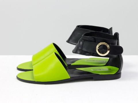 Летние босоножки черные с салатовым кожаные на низком ходу и легкой подошве, С-602-02