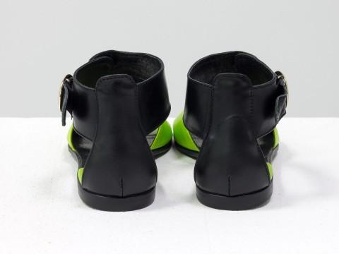Летние босоножки черные с салатовым кожаные на низком ходу и легкой подошве
