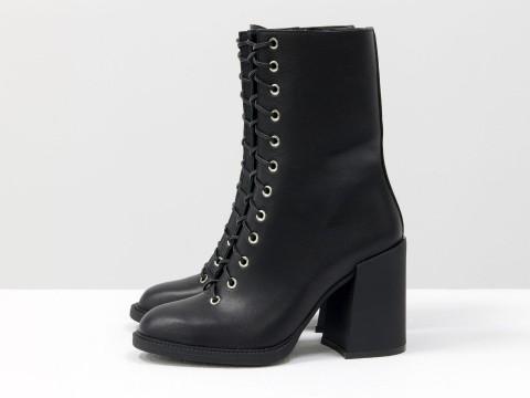Дизайнерские базовые ботильоны на шнуровке черного цвета из натуральной кожи на высоком устойчивом каблуке, Б-2095-01