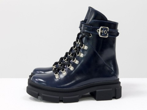 Женские  ботинки из лаковой синей кожи на тракторной подошве, Б-2065-03