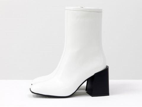 Дизайнерские ботильоны белого цвета из натуральной лаковой кожи на невысоком квадратном каблуке, Б-2087-03