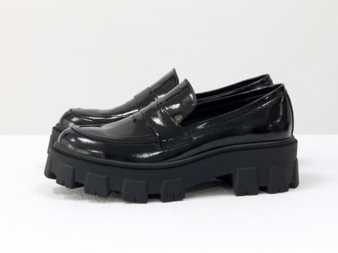 Женские туфли на тракторной подошве из натуральной лаковой кожи черного цвета, Т-2052-07
