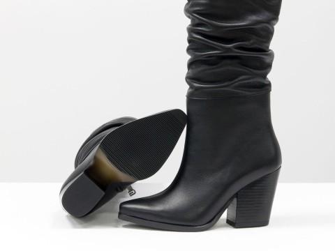 Дизайнерские базовые сапоги черного цвета  из натуральной лицевой кожи на скошенном каблуке, М-20102-01