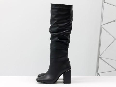 Cапоги из черной натуральной кожи  на матовом квадратном каблуке, М-2089-01